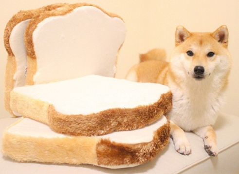 就连和室椅也变成吐司了!让人感觉超饿的麵包家俱大集锦
