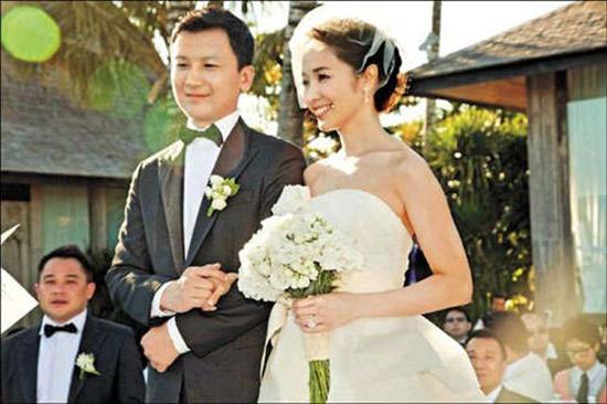 侯佩岑难得放闪照!结婚五周年甜蜜告白:「谢谢你娶我喔~」
