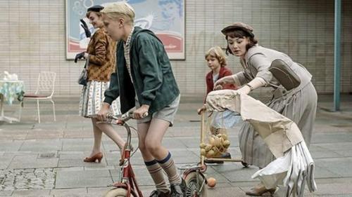 一睹德国女权崛起的50年代!换换口味来看德剧《选帝候大街56号》