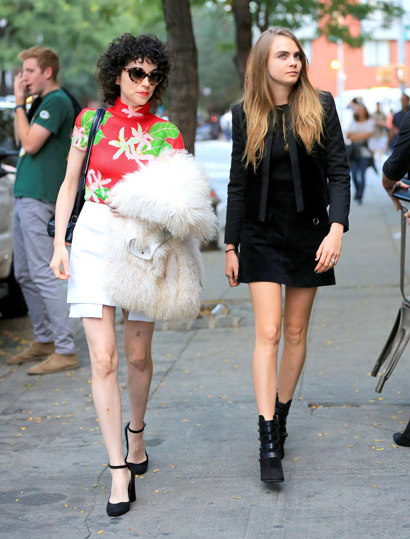 新一代超会穿情侣诞生!卡拉迪乐芬妮与女友St. Vincent的时尚情侣装大盘点