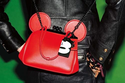 Coach和Disney推出联名商品 米奇的耳朵竟然跑到包包上?!