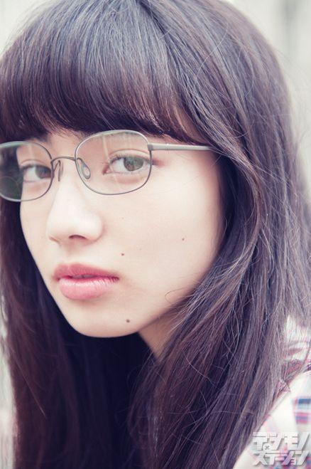 迷濛的眼神令人心生怜爱 跟着小松菜奈这样画就对了!