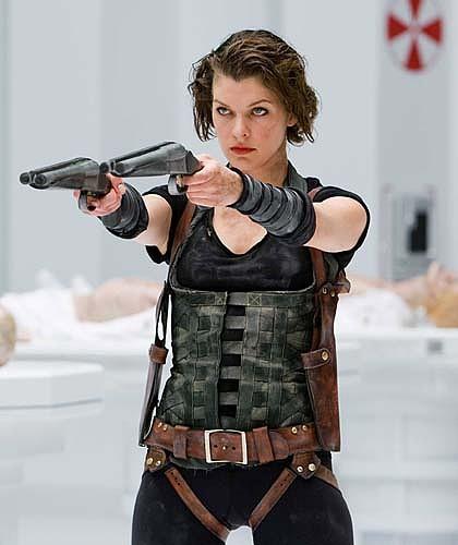 谁说只有男人能拿刀拿枪!5位拍动作片也超性感的女演员们