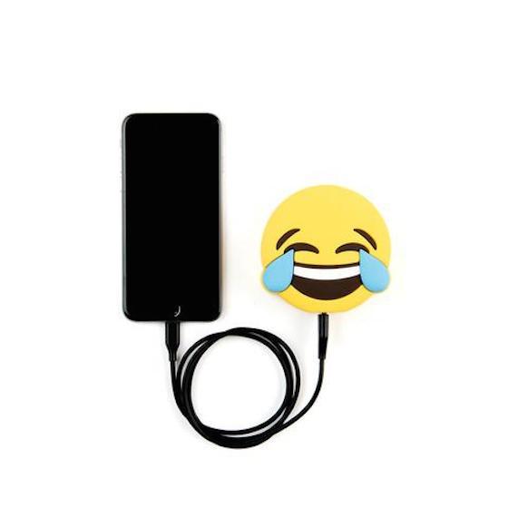 这坨便便可拯救没电的手机!让你用不同表情充电的「emoji行动电源」