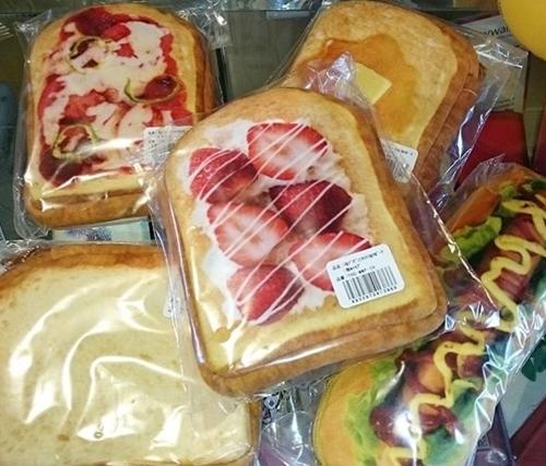 以假乱真的吐司包包又来了!注目度百分百的麵包小物特搜!