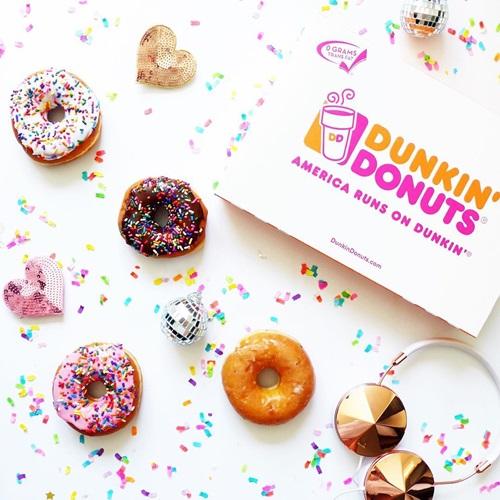 免费拿甜甜圈的日子?来瞧瞧「世界甜甜圈日」明星在做甚么