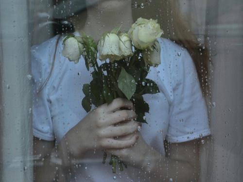 对自己很失望甚至怀疑自己...女孩冷战或心碎时希望男生懂的4件事