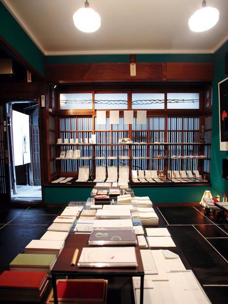 集结上千张明信片的展售画廊超吸睛!5间京都巷弄特色小舖