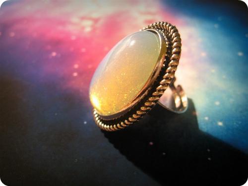 像魔法一样随心情而改变宝石色彩?!能参透人心的星空Mood Ring