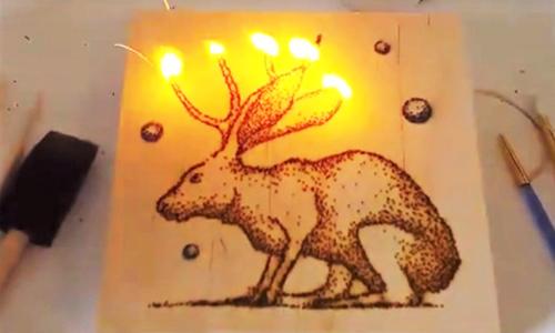 放一把火就能画出一幅画?用火药作画的艺术家Danny Shervin