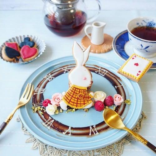她的甜点完全就是一本童话故事书!极致梦幻的爱丽丝风糖霜饼乾