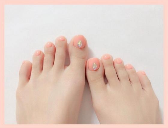 可爱、甜美、好感度高!日本悄悄发烧中的「哈密瓜色」指彩