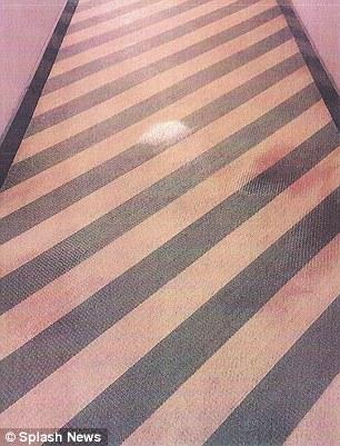 玻璃碎片、地毯污渍⋯强尼戴普遭爆家暴证据,前女友选择声援力挺!