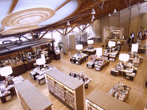 在世上最美图书馆翻书、品咖啡!日本武雄完美一日游这样玩