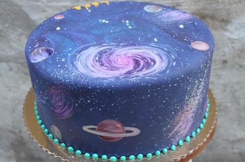 彷彿用魔法变出来的马卡龙?看起来超梦幻的宇宙甜点都在这!