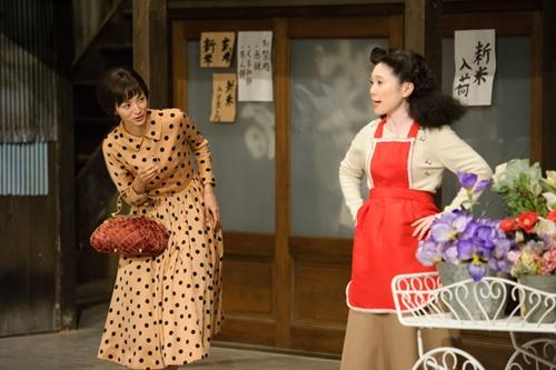 要怎么把相扑选手放进电视?跟着《小豆豆电视台》回到60年前的旧节目时光
