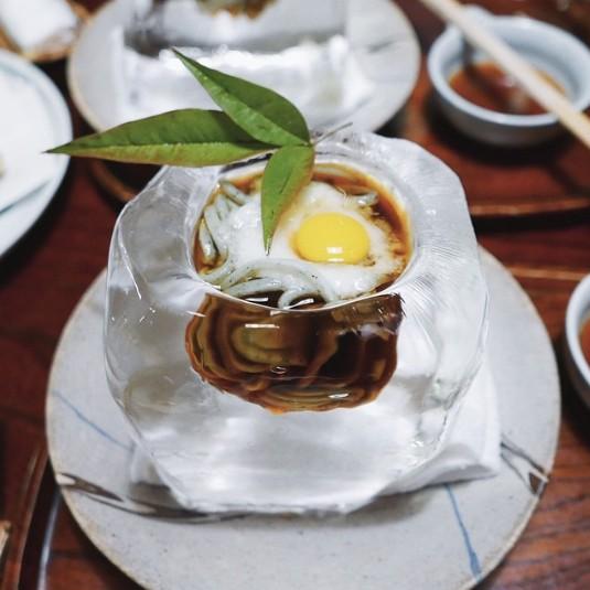 是什么容器让人在夏天胃口大开?视觉与味觉兼具的凉麵飨宴