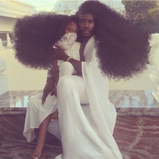 谁的头髮能比他有型?爆炸头父女的时尚街拍