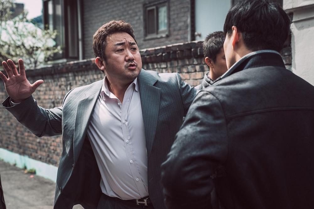 最萌大叔马东石帅气逼人!拳头对斧头也要打击《犯罪都市》