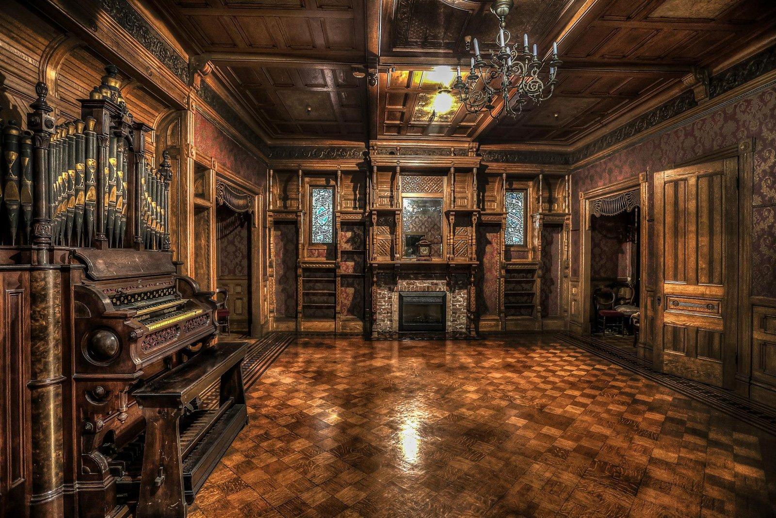 步枪下冤魂的家《温彻斯特鬼屋》首登大银幕!一路盖了38年的鬼屋你敢看吗?