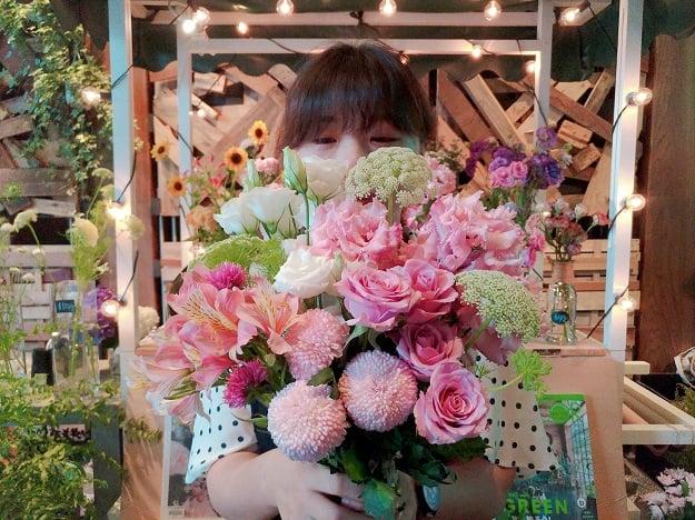 房间改造就从一朵花开始!5招插花技巧让「一间有花的女孩房」不再是梦想