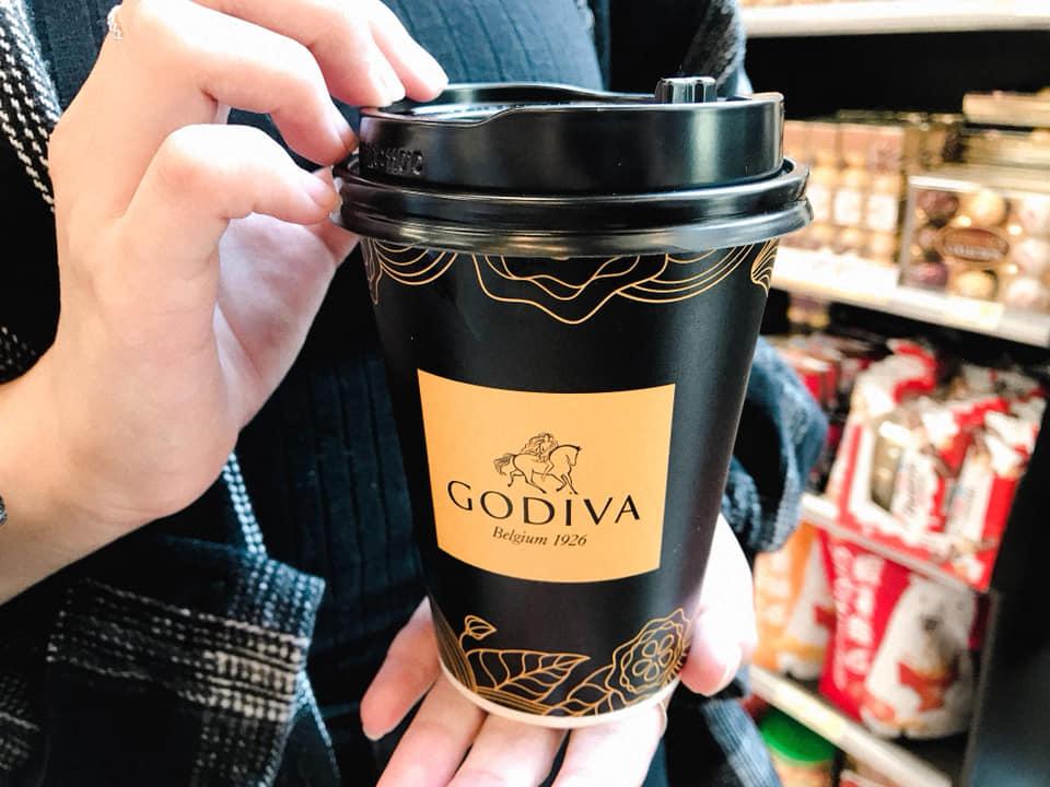 浓郁可可再升级!7-11×GODIVA全新「醇黑热巧克力」大人味登场,还加码送织布环保袋