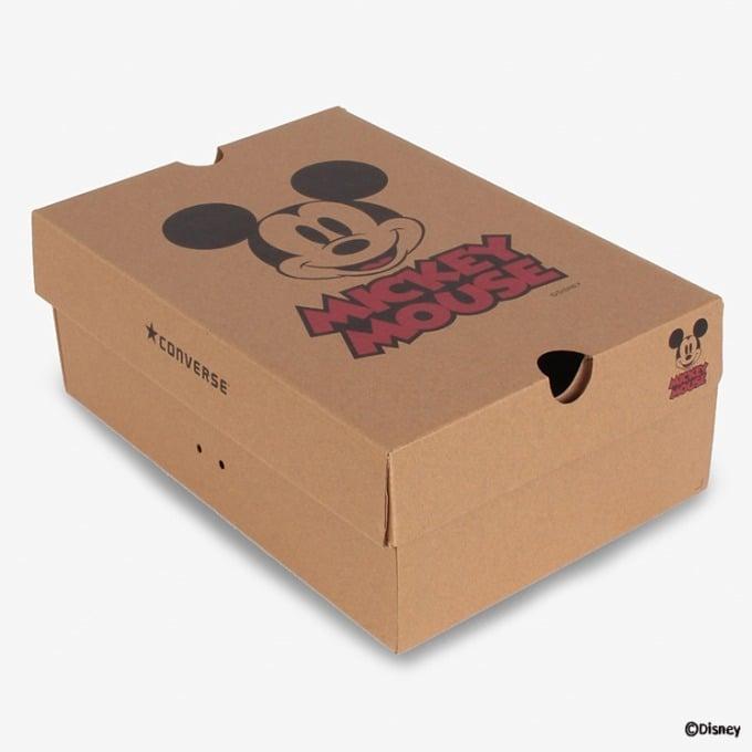 「Mickey Mouse×Converse」第三弹!这次用经典黑白色耍帅,米奇大头挤爆鞋面啦