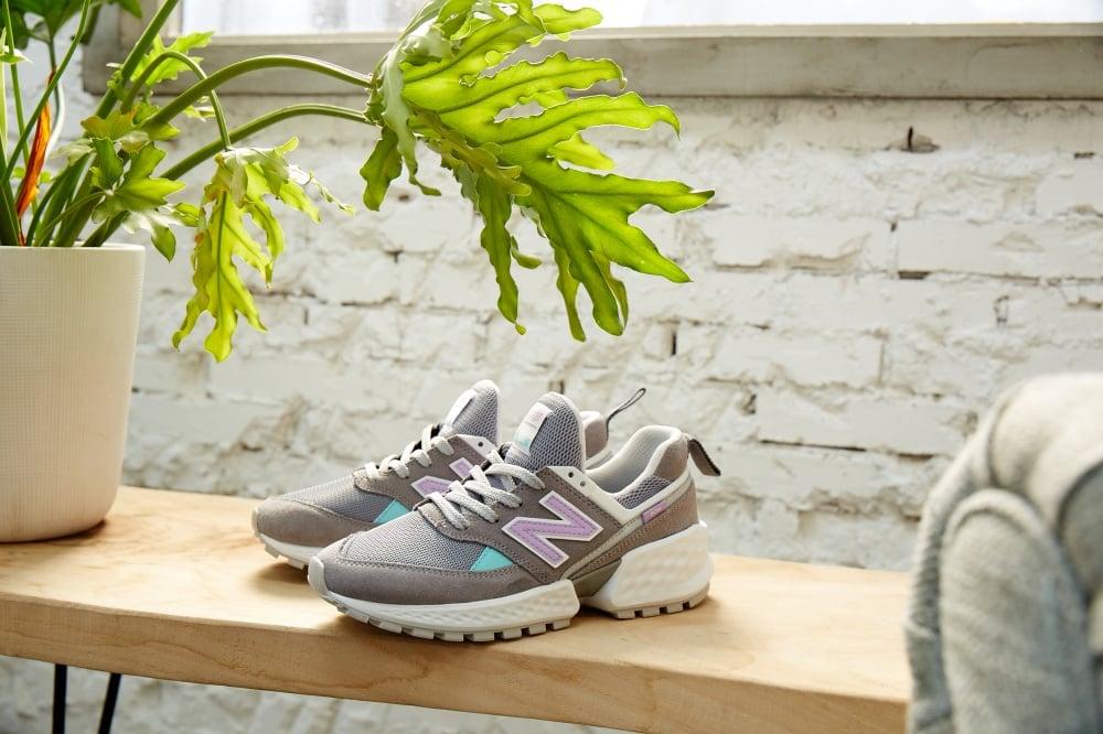 76e1456beca71 這回復古運動鞋專門New Balance 的經典數字潮鞋-574當然也跟上潮流,推出最新574S v2(574Sport  第二代),怪美時尚的設計有理可循,與一般的跟風鞋型大相逕庭!