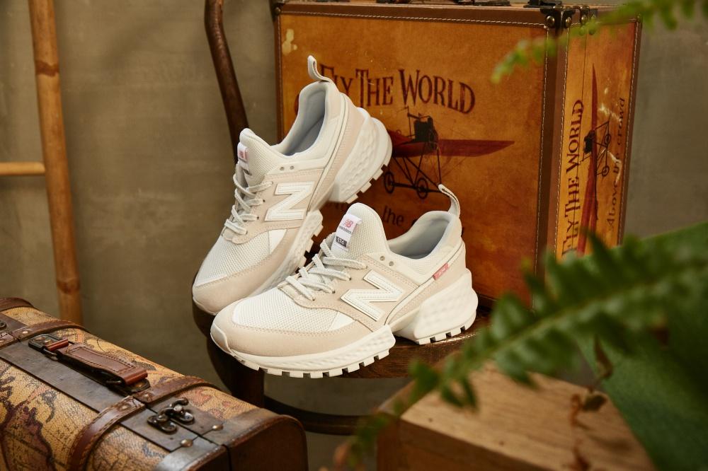 5b504774665cb ... 鞋生態的人們一定都知道,New Balance 一直在不少時尚人士的心中有著無可取代的地位,在祭出新的鞋款同時保有了品牌原味,從不變質!這次的New  Balance 574S v2 亦 ...