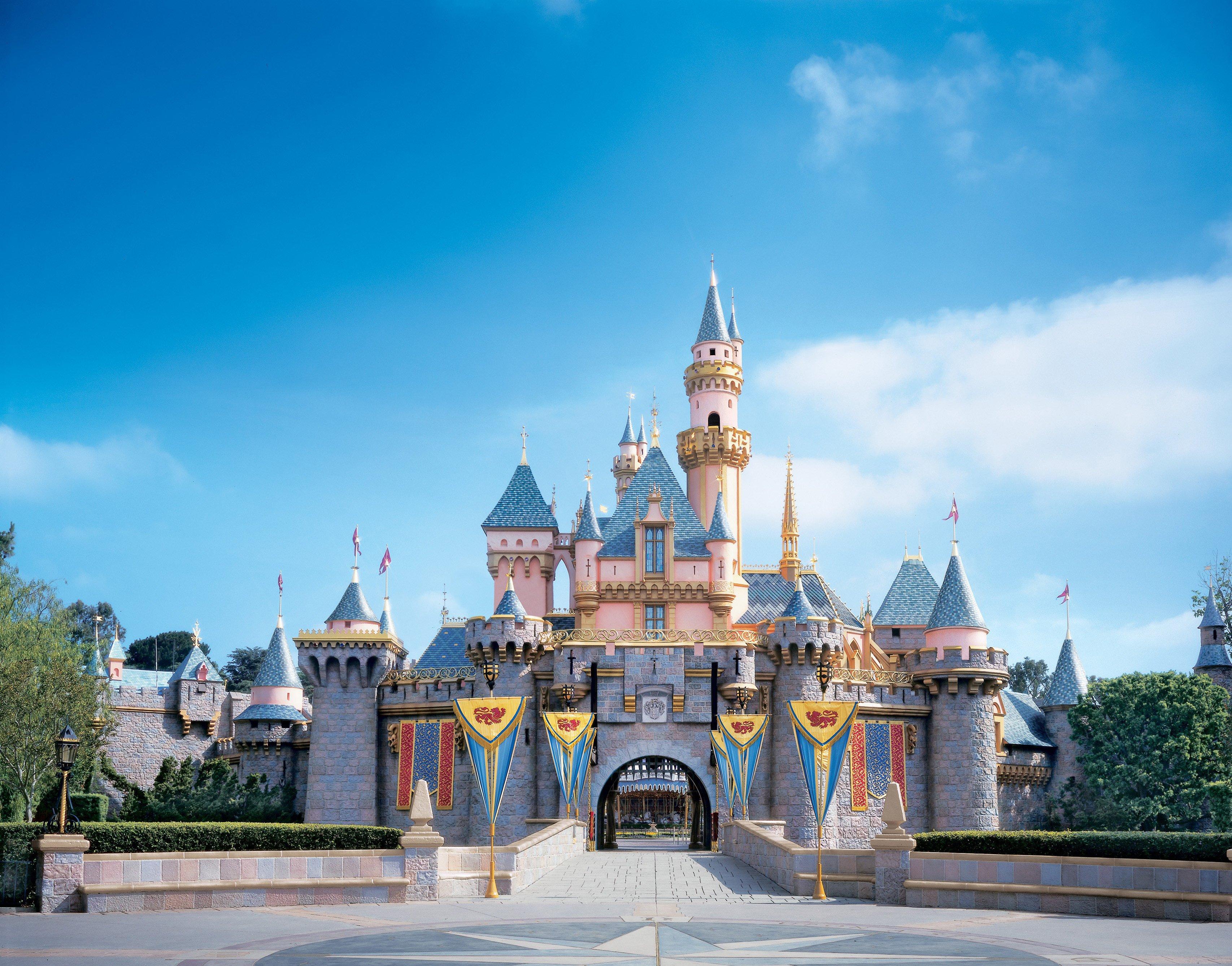 公主知道哪個才是她家嗎?迪士尼樂園城堡超級比一比公主知道哪個才是她家嗎?迪士尼樂園城堡超級比一比